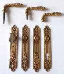 Mosazné historizující dveřní štítky a kliky