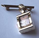 Stříbrná a zlacená brož, s hodinkami Alton