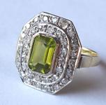 Zlatý prstýnek s diamanty a olivínem