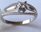 Prsten z bílého zlata s briliantem