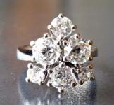 Luxusní prsten z bílého zlata, s diamanty briliantového brusu