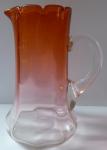 Džbán z opálového a cihlově ambrového skla