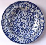 Bílý a modrý kameninový talíř, světlejší - České Budějovice