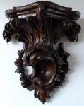 Rokoková dřevěná konzole, s řezbou