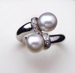 Prsten , dvě mořské perly Akoya, brilianty 0,10 ct