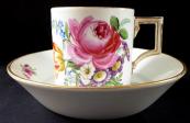Klasicistní šálek Míšeň, s malovanými květinami