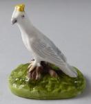 Bílý ptáček se žlutou korunkou - porcelánová miniatura