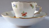Míšeňský zlacený, malovaný kávový šálek - drobné kvítky