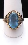 Zlatý prsten, červené a žluté zlato, modrý kamínek