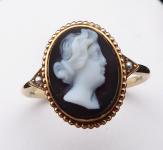 Zlatý prstýnek s kamejí z chalcedonu, říční perličky