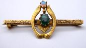 Zlatá brož se zeleným kamínkem a dubnickým opálem