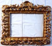 Rám barokního typu, řezbovaný
