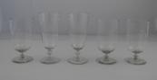 Pět sklenic s broušeným monogramem a biskupskou korunou