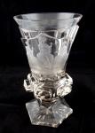 Biedermeierový pohár s rytinou Tří sudiček