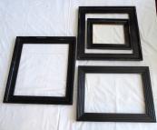 Čtyři černé rámy