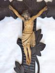 Závěsný Krucifix na zdobném kříži