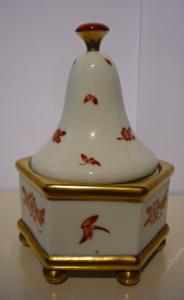 Dózička ve tvaru pagody