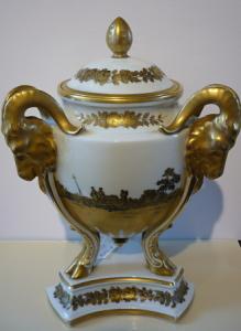 Váza ve tvaru trojnožky - Rosenthal
