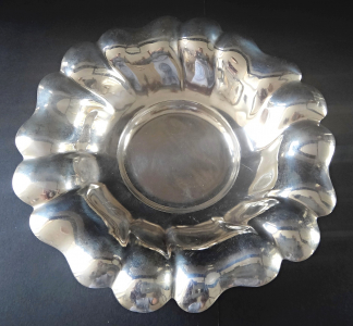 Kulatá stříbrná prolamovaná mistička (1).JPG