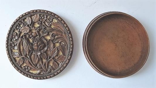 Krabička s řezbou růže - Ladislav Šaloun (3).JPG