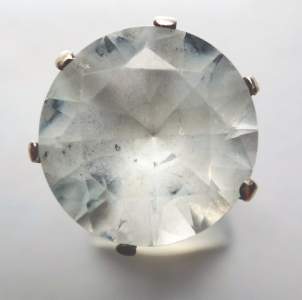 Prstýnek z bílého zlata s čirým kamínkem (1).JPG