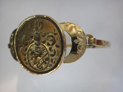 Zlatý náramek se šlechtickým pečetidlem (5).JPG