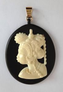 Medailon s řezaným portrétem afričanky (1).JPG