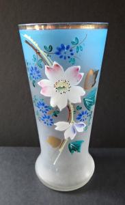 Sklenička z matného skla s malovaným květem (1).JPG
