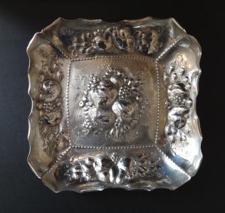 Čtvercová stříbrná mísa s ovocem (1).JPG
