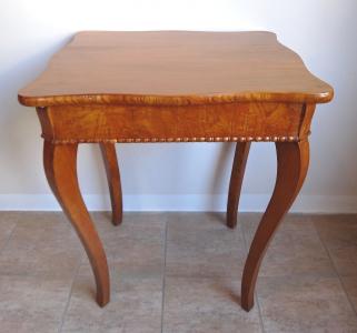 Čtvercový stolek - Pozdní Biedermeier (1).JPG