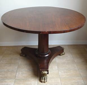 Kulatý stůl se sklopnou deskou a lvími tlapami - Biedermeier (2).JPG