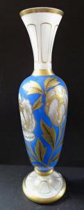 Váza s mléčným sklem a zlacenými květy (1).JPG