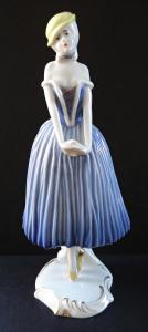 Dívka v modrých šatech a žlutém kloboučku - Rosenthal (1).JPG