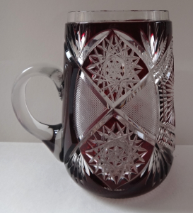 Broušený rubínový džbánek - Monogram A. H (1).JPG