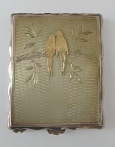 Stříbrná pudřenka se zlatými papoušky (1).JPG