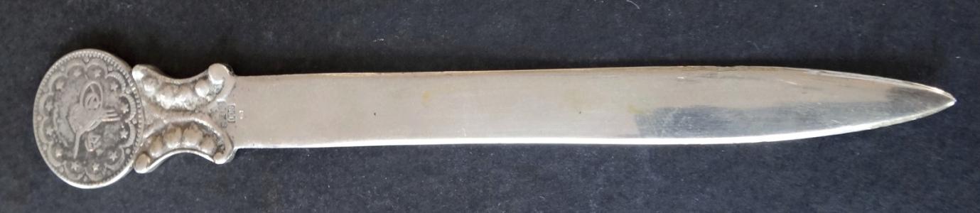 Stříbrný otvírač dopisů s mincí (1).JPG