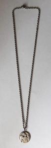 Stříbrný řetízek s medailonem ( madonkou ) (1).JPG