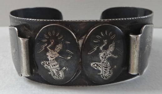 Černěný stříbrný náramek s tanečnicemi (1).JPG