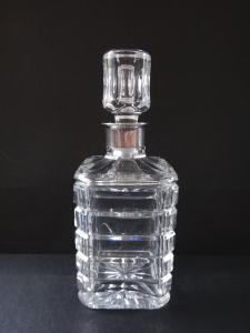 Broušená karafa se stříbrným hrdlem (1).JPG