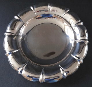 Stříbrná menší mísa na nožkách - František Bibus (1).JPG