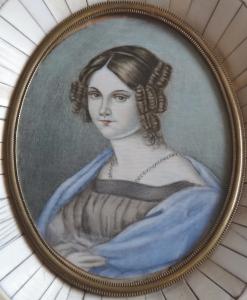 Miniatura dívky s modrým šálem, ve slonovinovém rámečku (2).JPG
