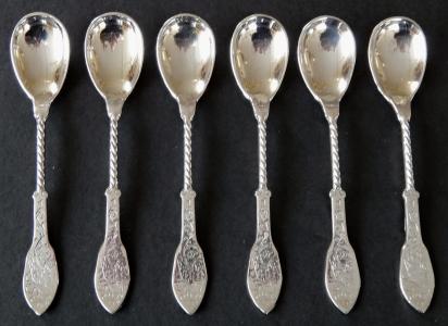 Šest postříbřených lžiček, s gravírovaným ornamentem (1).JPG