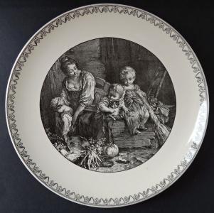 Dekorativní talíř s motivem ženy s dětmi (1).JPG