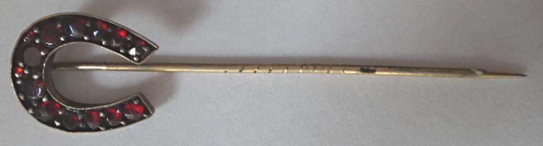 Jehlice do kravaty s granáty - podkova (1).JPG
