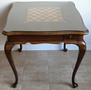 Šachový intarzovaný stolek, se čtyřmi šuplíky (1).JPG