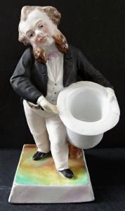 Muž s vousy, ve fraku, s bílým kloboukem (1).JPG