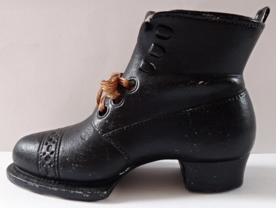 Černá biskvitová bota (1).JPG