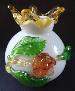 Vázička z mléčného skla - hutní sklo (1).JPG