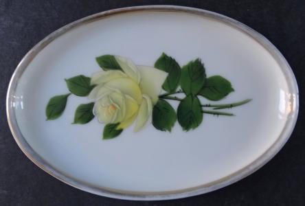 Malá mistička se žlutou růží - Rosenthal (1).JPG