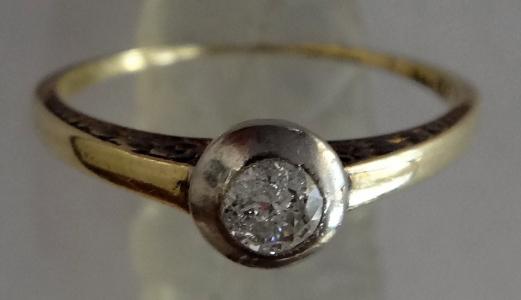 Zlatý prstýnek, s gravírováním - briliant cca 0,20 ct (1).JPG
